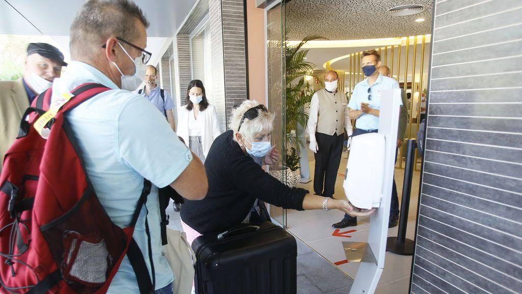 Las pernoctaciones hoteleras moderan su caída en agosto hasta el 64,3%