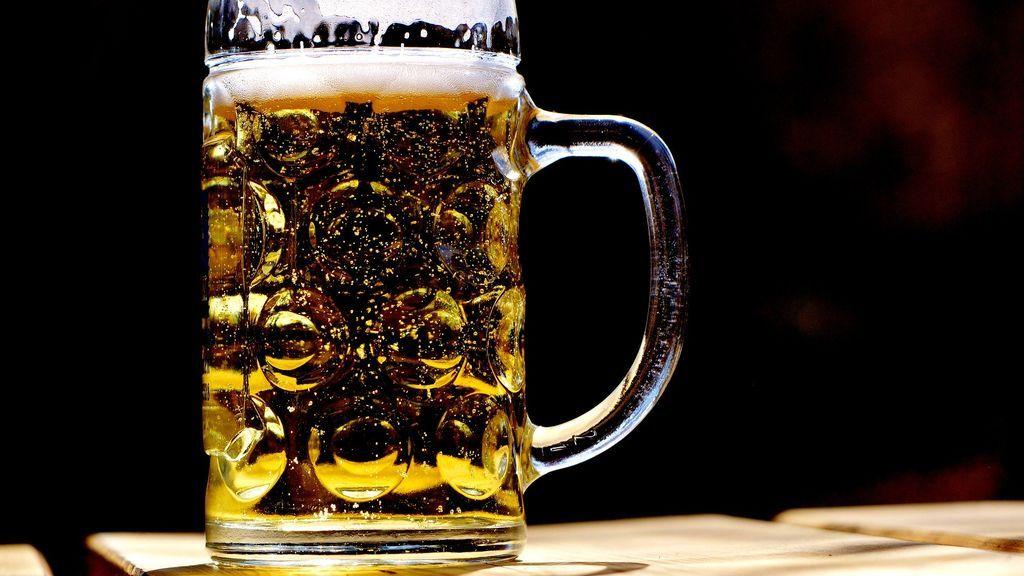 La cerveza provoca un efecto deshidratante.