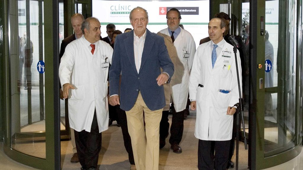 El rey Juan Carlos, a su salida de la clínica