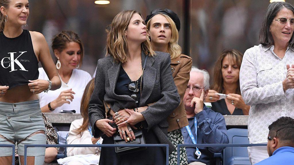 Hasta hace poco, Cara salía con la actriz Ashley Benson.