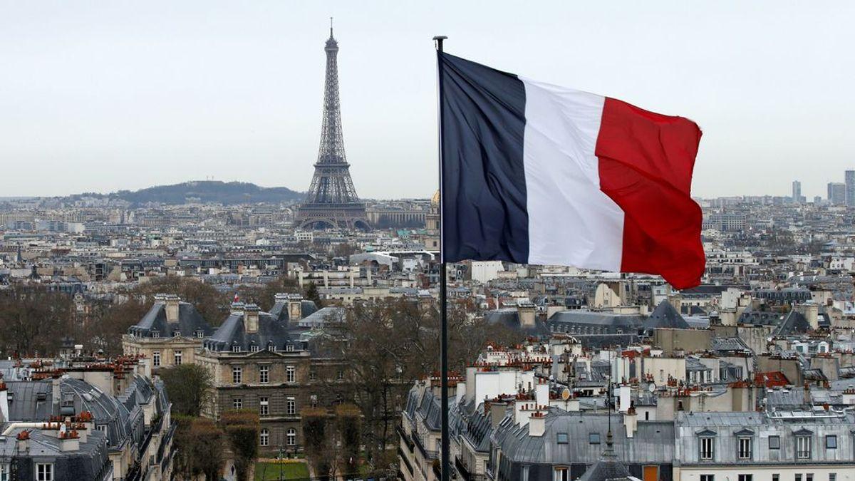 Desalojada la Torre Eiffel por una amenaza de  bomba 'después de que un hombre gritara Allahu Akbar'