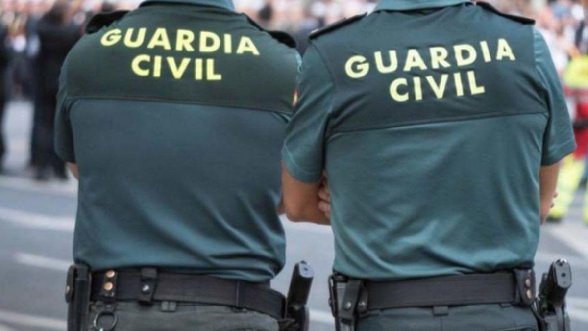 Guardia Civil y la policia local de Tías (Lanzarote) , a la caza de los estafadoresque entran en casas para desinfectar el coronavirus
