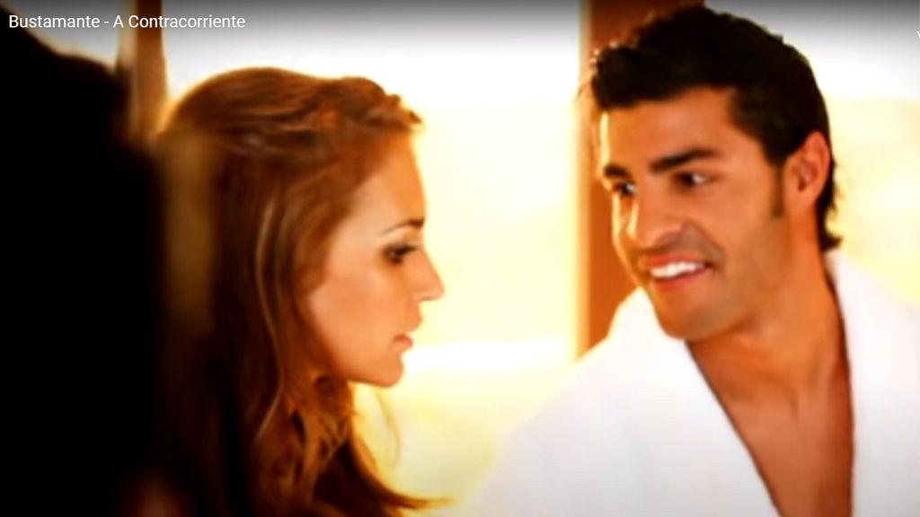 Paula Echevarría y Miguel Torres, en el videoclip 'A contracorriente' (2010)