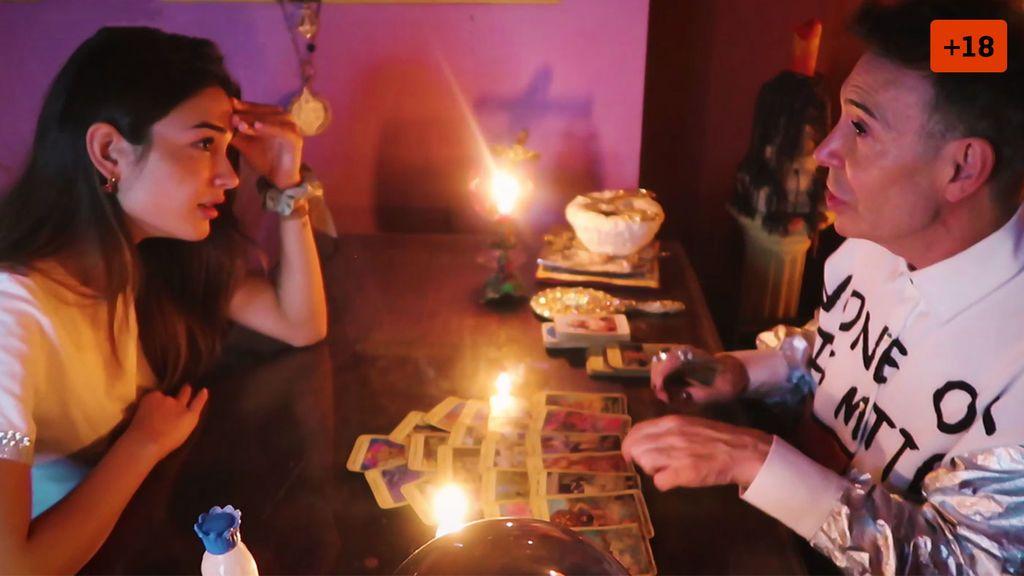 Estela Grande acude a la consulta del Maestro Joao para conocer su futuro y aclara si tiene una nueva ilusión (1/2)