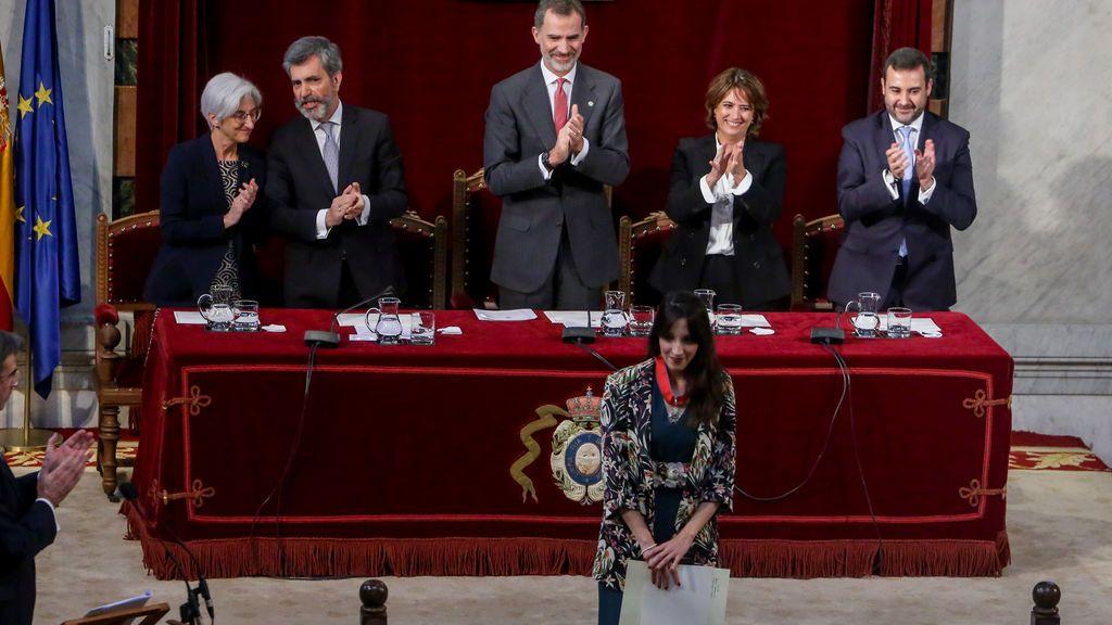 El estreno de 62 jueces, eclipsado por el debate sobre la ausencia del rey en la entrega de despachos