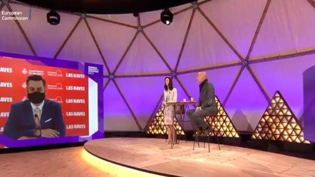 Carlos Galiana, peor que Ana Botella: usa la mascarilla para simular que habla inglés mientras otro pone la voz ante Europa