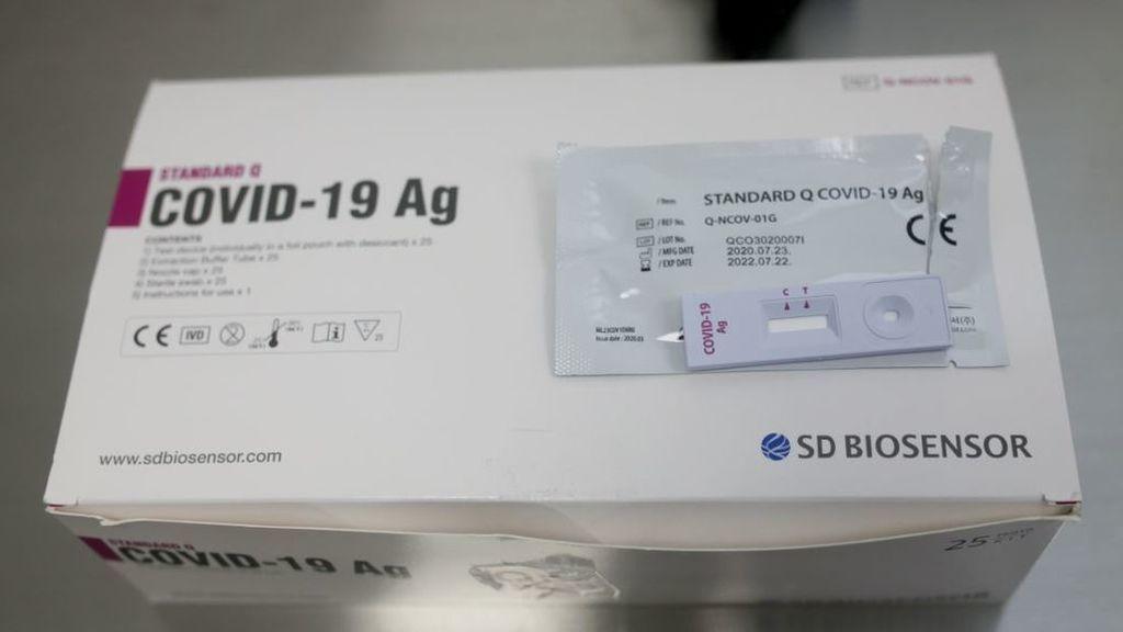 Como una prueba de embarazo: así se hace un test rápido de antígenos para detectar el coronavirus