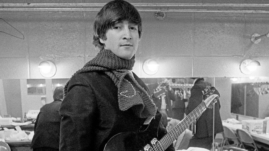 """Subastan el registro escolar de John Lennon a los 14 años con todas sus infracciones anotadas: """"Sigue muy ocioso"""""""