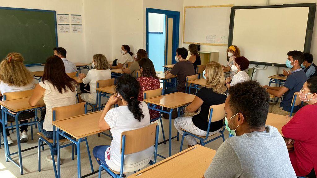 Padres en pupitres en un IES de Huelva