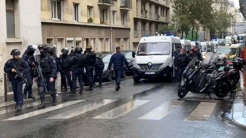 Tres heridos en un ataque con cuchillo cerca de las antiguas oficinas de la revista Charlie Hebdo en París