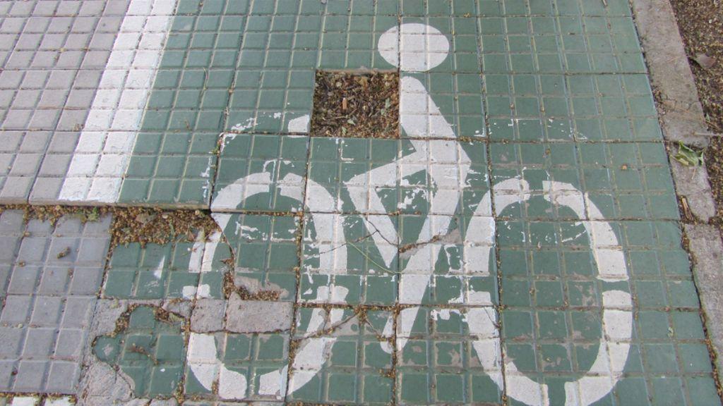 """Trazados imposibles y carrera de obstáculos para el nuevo carril bici de Oviedo: """"Un cúmulo de despropósitos"""""""