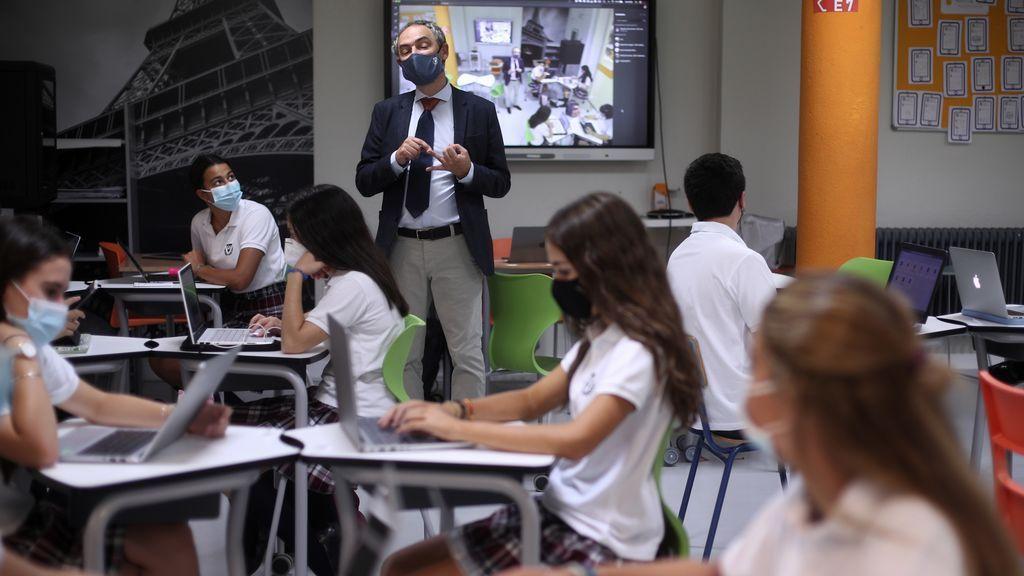 """Padres y profesores, sobre la eliminación del máster para ser profesor de secundaria: """"Les ha pillado el toro"""""""
