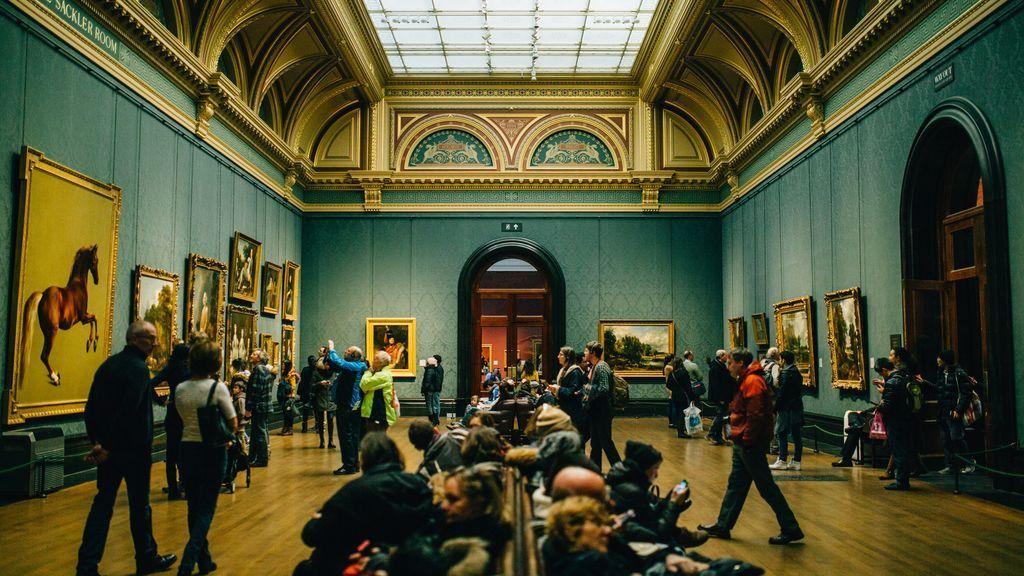 Sala de un museo.