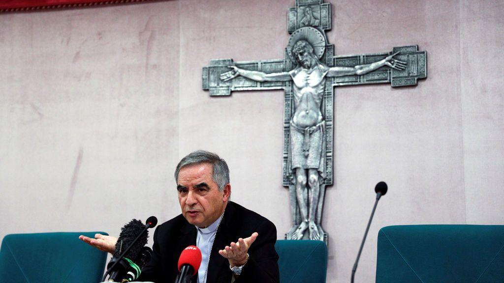 Un cardenal relevante del Vaticano dimite a petición del papa por presunta corrupción