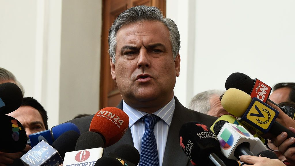 España cesa a su embajador en Caracas
