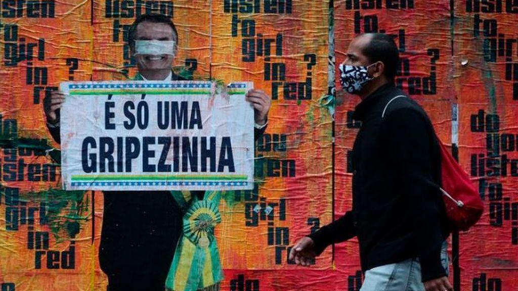 Un cartel en Brasil hace referencia al negacionismo de Jair Bolsonaro