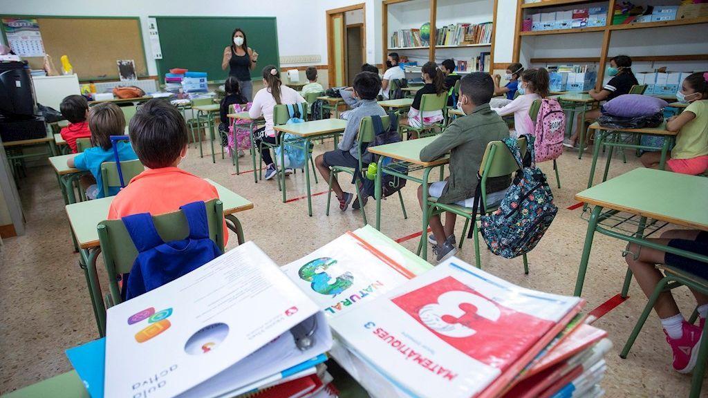 El debate sobre si se puede dar clase sin haber pisado antes un aula