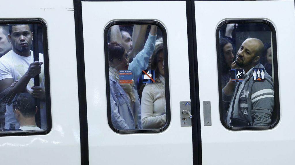 """Una usuaria de Metro, su propia rastreadora a través de Twitter: """"He dado positivo. Cogí las líneas 1 y 4"""""""