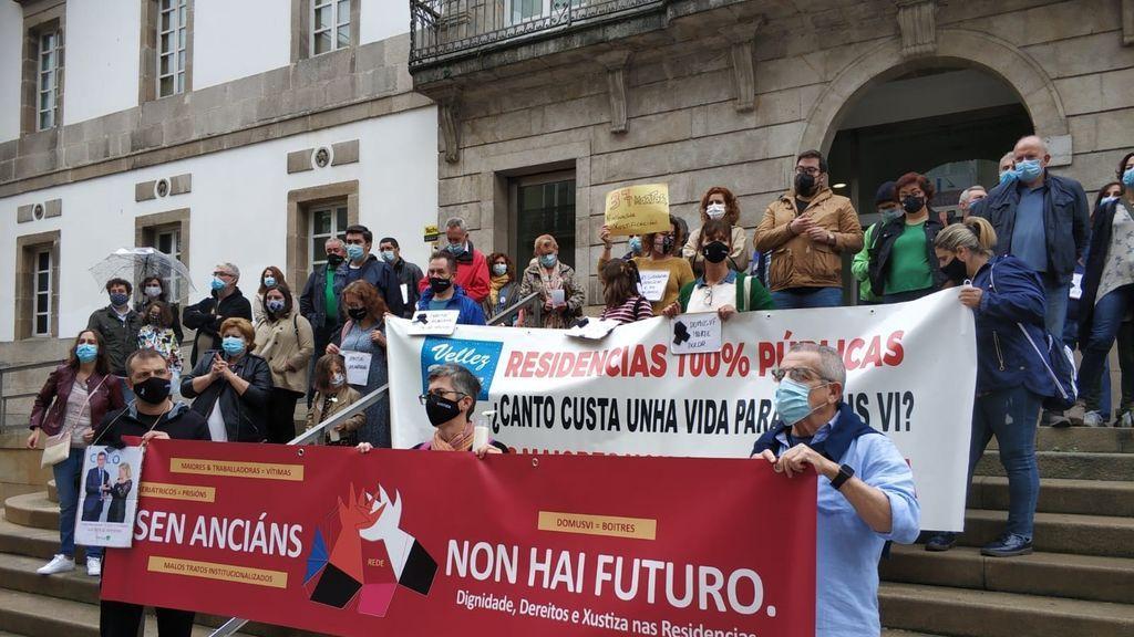 """Una movilización en Vigo recuerda a las víctimas de la """"criminal gestión"""" de las residencias de Galicia"""