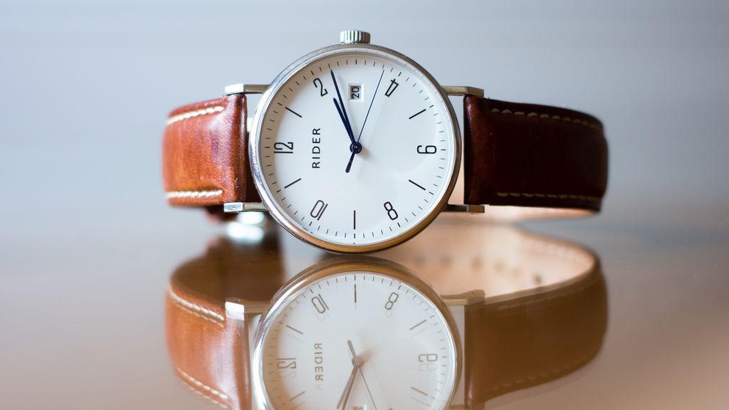 Reloj marcando la hora perfecta