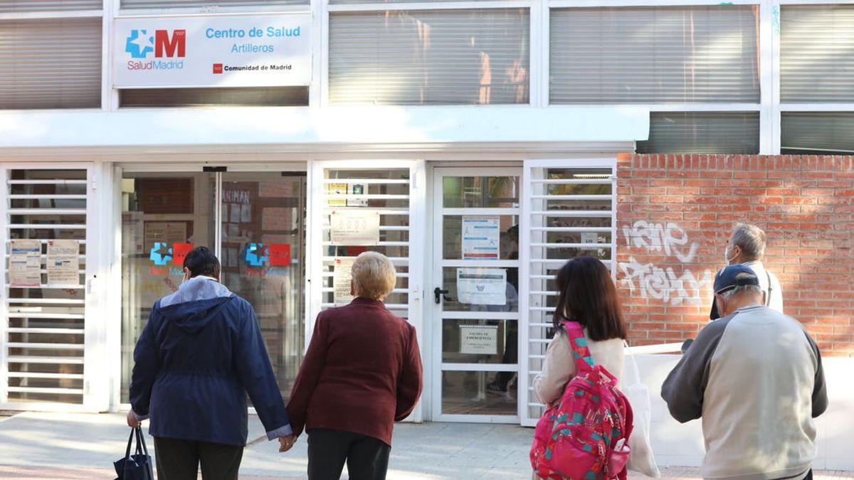 Ni 500 ni 1.000 casos por 100.000 habitantes: la incidencia de covid en Madrid exigía actuar antes que lo que dicen Sanidad y la Comunidad