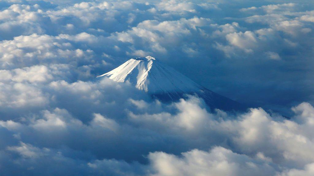 Primera nevada del otoño en el monte Fuji