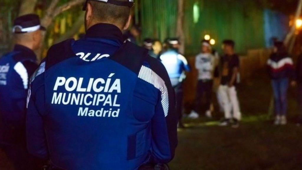 """Sancionado un asesor de Bildu por llamar """"perros"""" a agentes de la policía de Madrid tras pillarle bebiendo alcohol en la calle"""