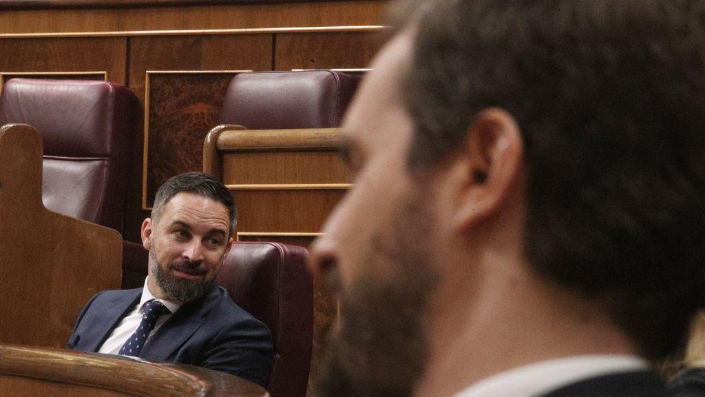 Santiago Abascal frente a Pablo Casado en el Congreso