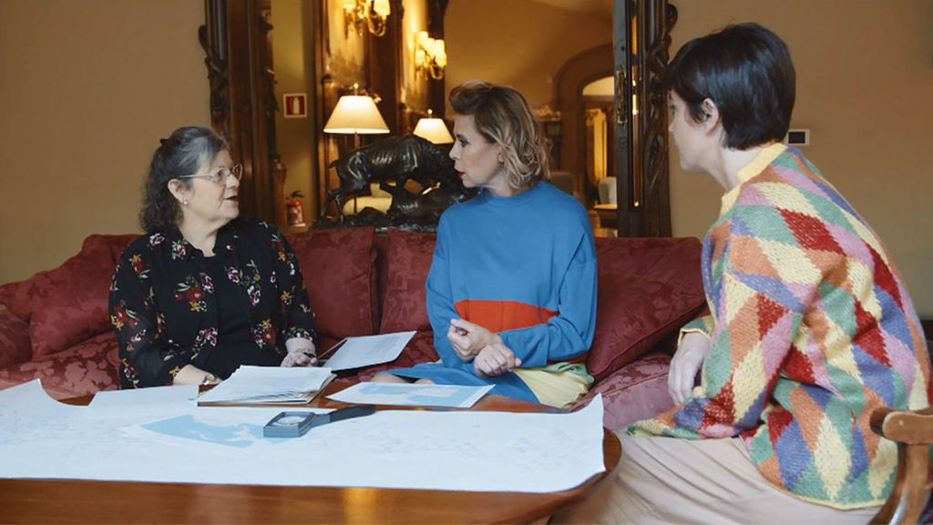 """Ágatha Ruiz de la Prada bromea sobre la herencia de sus antepasados: """"Tengo un mueble en el salón de casa"""""""