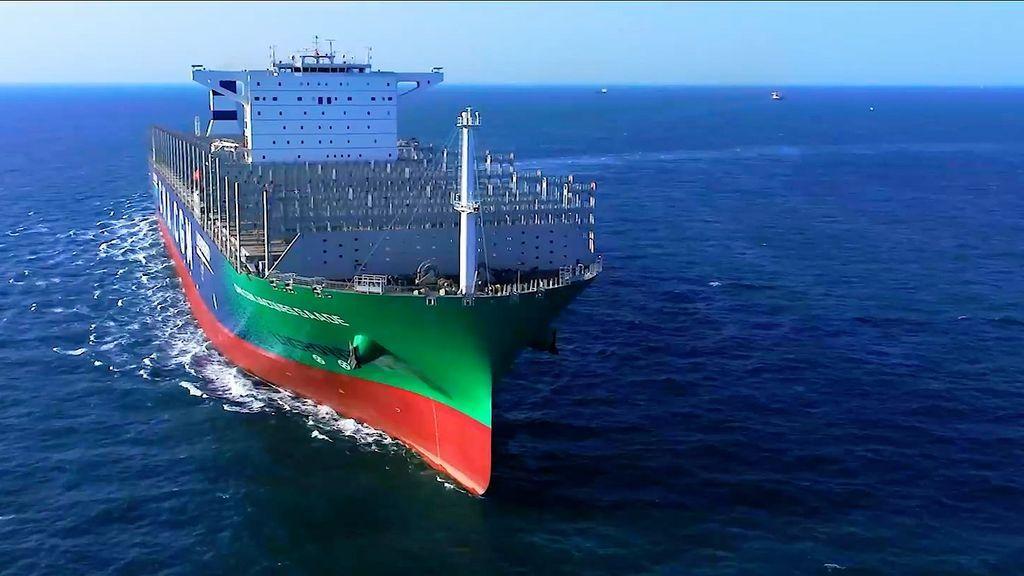 Colosos a gas: el primer mega portacontenedores propulsado por gas natural licuado navega hacia Algeciras