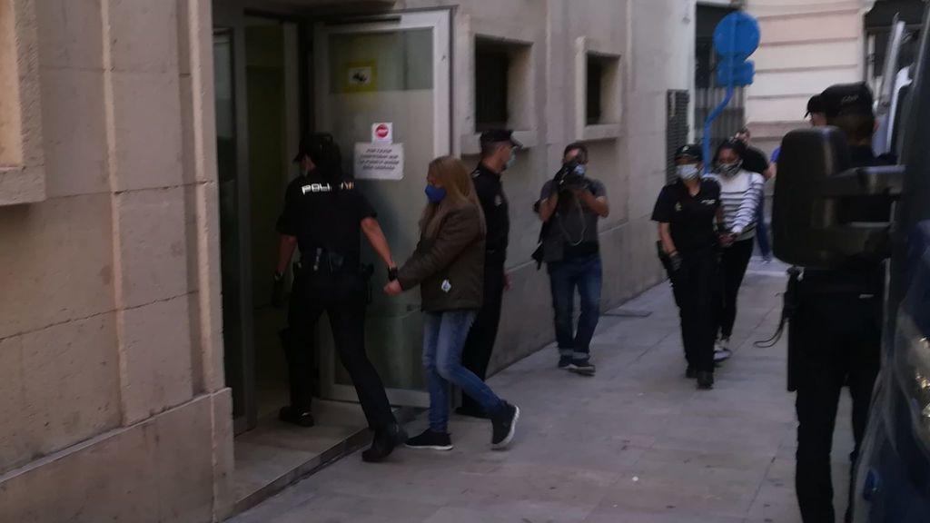 La policía que presenció el crimen identifica a la viuda negra de Alicante y a su cuidador como los asesinos