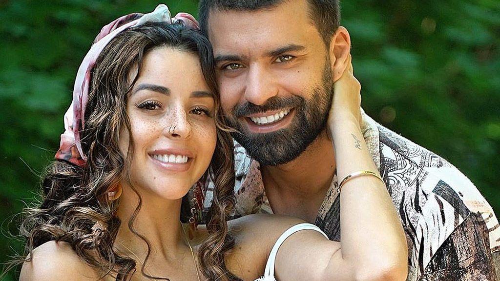 Rym Renom 'MyHyV' y su novio posan con su hija y desvelan su nombre