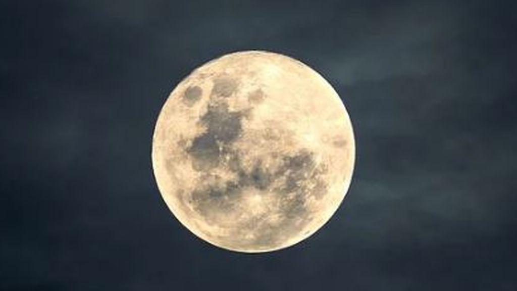 Luna llena de cosecha: en qué zonas de España se verá y dónde la taparán las nubes