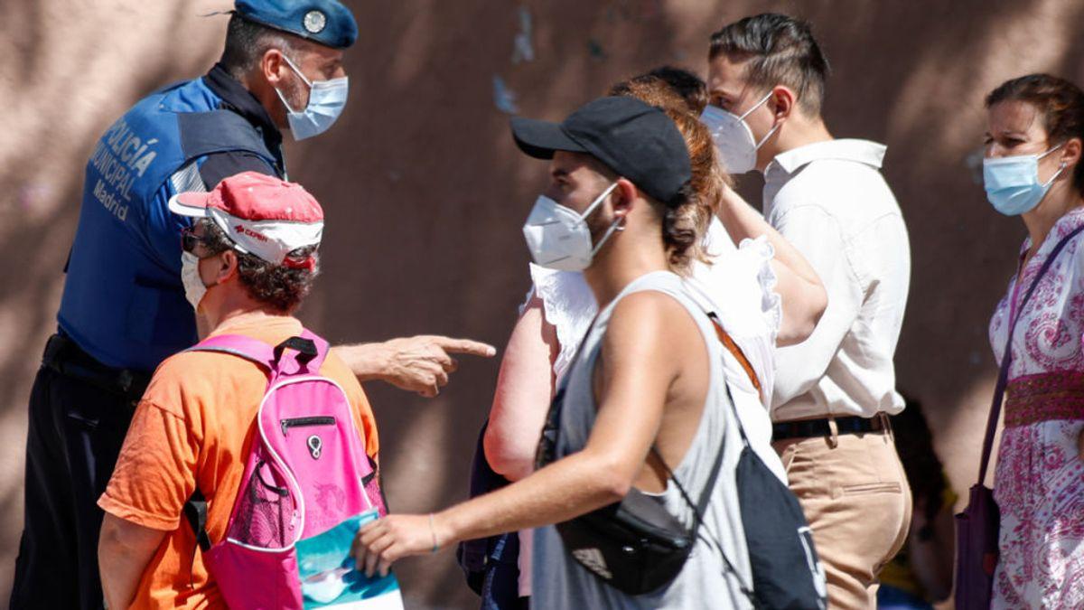 """El mensaje de la discordia de la Policía de Madrid a los que no llevan mascarilla: """"Esperemos no llegar a esos extremos"""""""