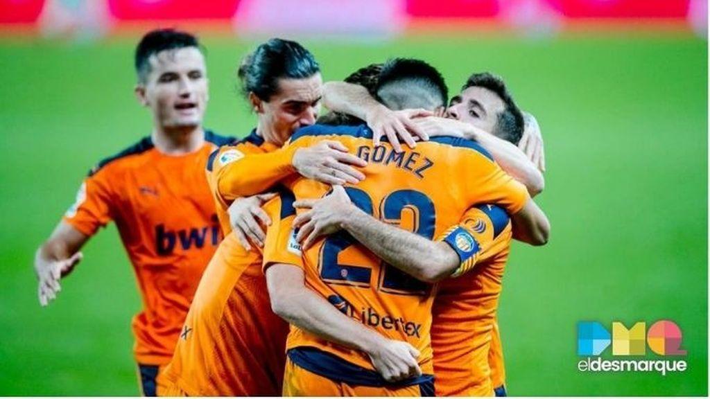 Celebración del Valencia ante la Real Sociedad