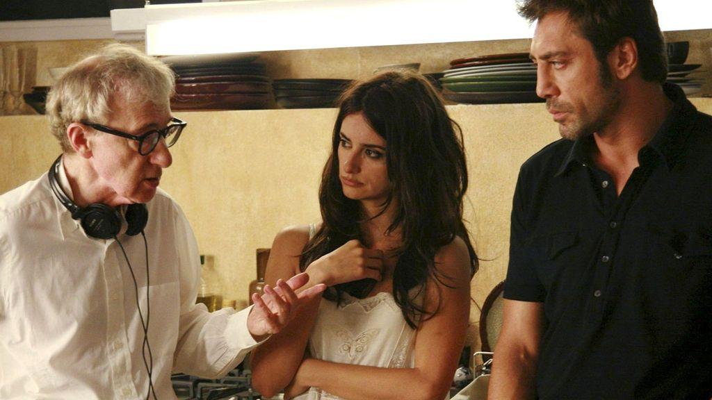 Woody Allen, dirigiendo a Penélope Cruz y Javier Bardem en 'Vicky Cristina Barcelona'