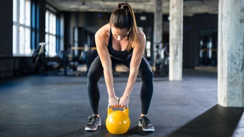 Entrenamiento de bíceps con pesas rusas: cómo realizarlo