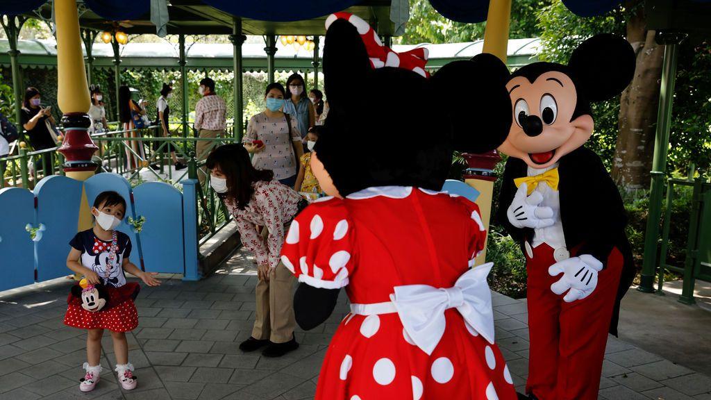 Disney despedirá a 28.000 trabajadores ante los prolongados cierres y los límites de capacidad de sus parques
