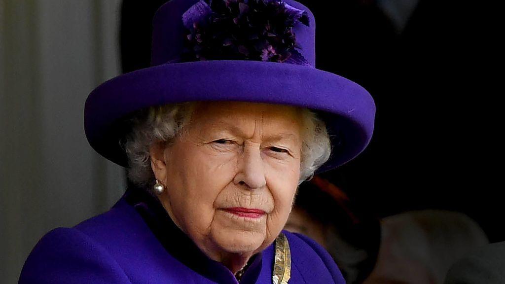 Los empleados de la reina Isabel II se niegan a confinarse en Navidad para atenderla sin riesgos de contagio