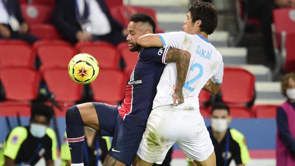 Neymar y Sakai, durante el polémico partido entre el PSG y el Marsella.