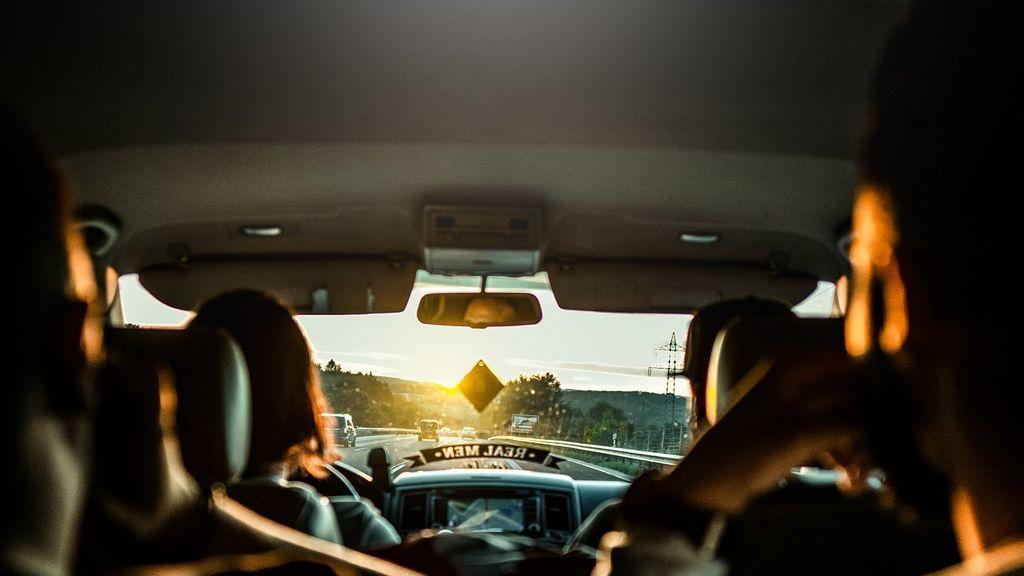 No te olvides: cómo limpiar el interior del techo del coche