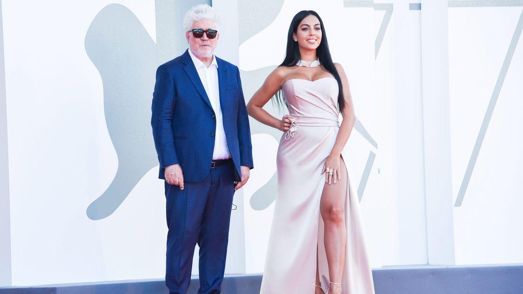 En la última edición del Festival de Venecia, Georgina posó junto a Pedro Almodóvar.