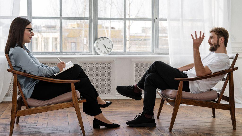 Aunque sus nombres se parezcan, no son lo mismo: diferencias entre un psicólogo y un psicoanalista