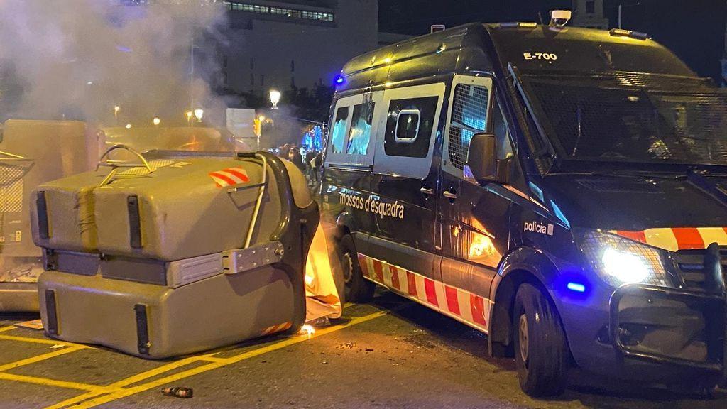 Los CDR vuelven a la calle para conmemorar el 1-O: queman contenedores en Barcelona y en Girona