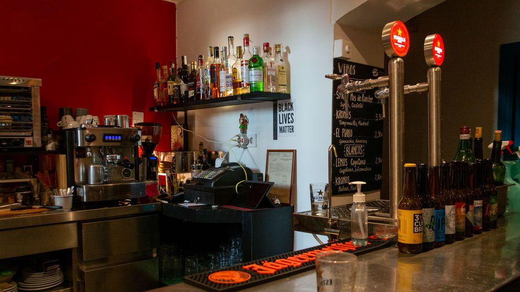 """Los hosteleros madrileños: """"¿Es que el virus se propaga más a partir de las 11 de la noche y solo en los bares?"""""""