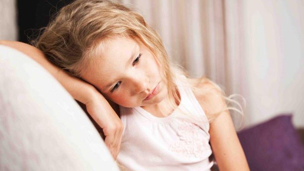 Una de las razones por la que los niños llaman la atención será si están cansados o frustrados con algo.