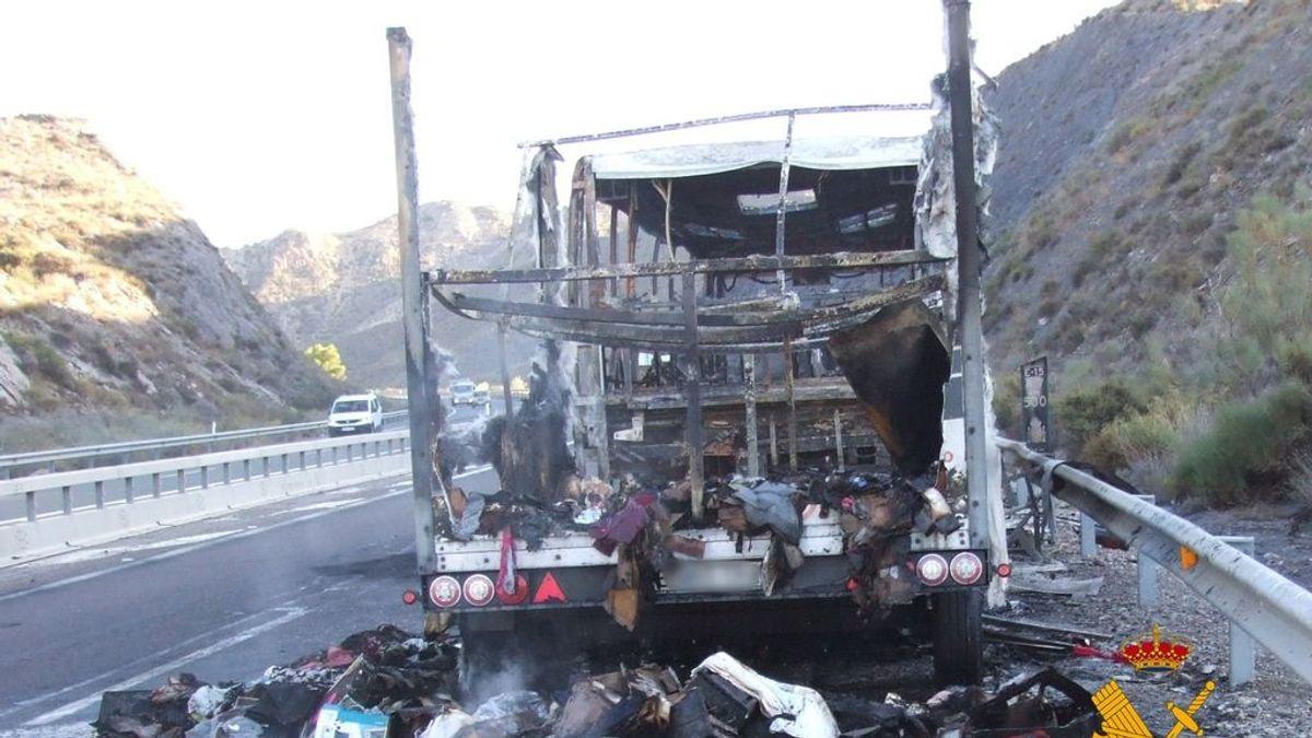 EuropaPress_3352986_estado_quedo_autocar_incendio