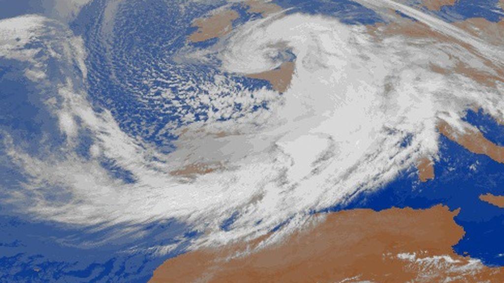 ¡Cambio brusco de tiempo! Se prevén viento huracanado y olas de 8 metros el viernes en España