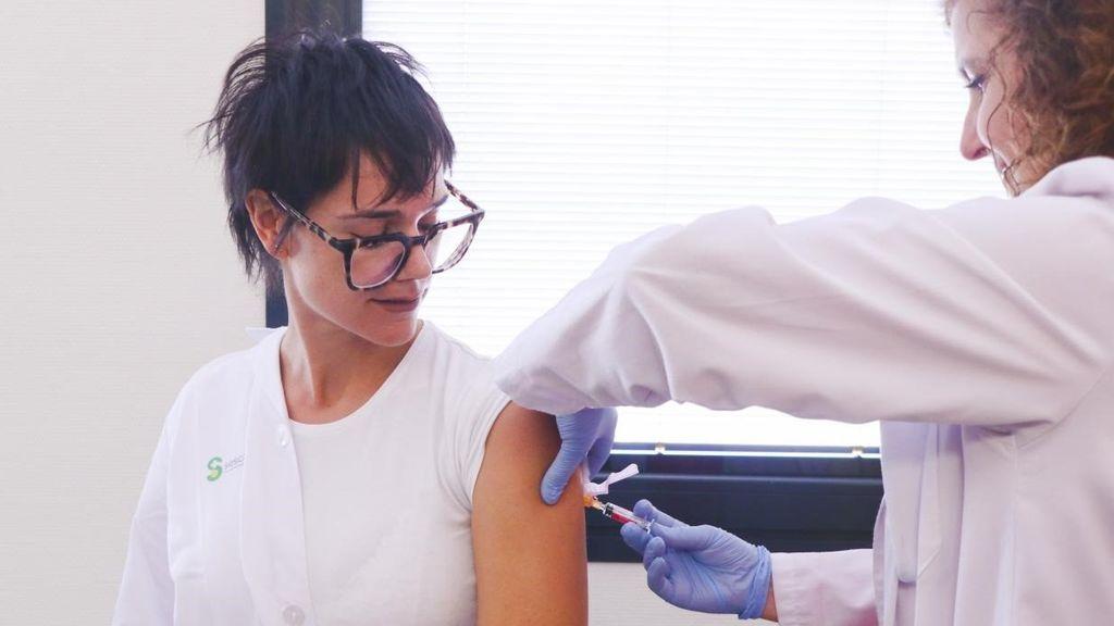 Sanidad quiere vacunar de la gripe a los que hayan tenido covid grave