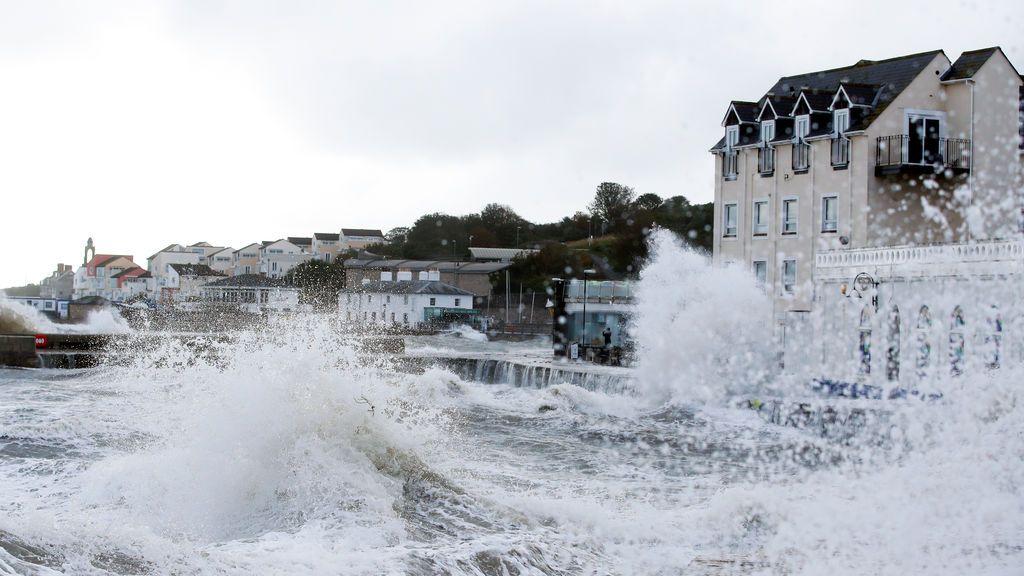 Aviso rojo por olas de 9 metros: la borrasca Alex amenaza el Cantábrico